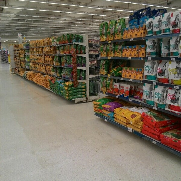 Photo taken at Carrefour by Edgar J. on 6/5/2016