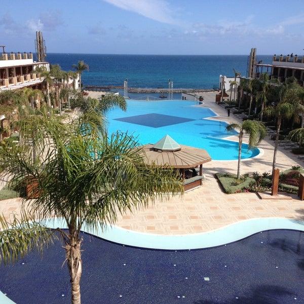 Foto scattata a Cratos Premium Hotel & Casino da Halil O. il 3/16/2013