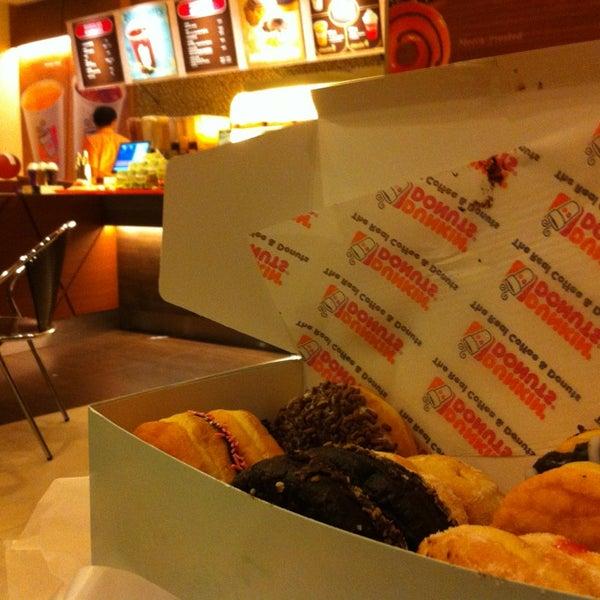 Photo taken at Dunkin Donuts by metamouipyon on 8/9/2013