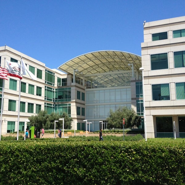 Photo taken at Apple Inc. by Alberto P. on 7/9/2013