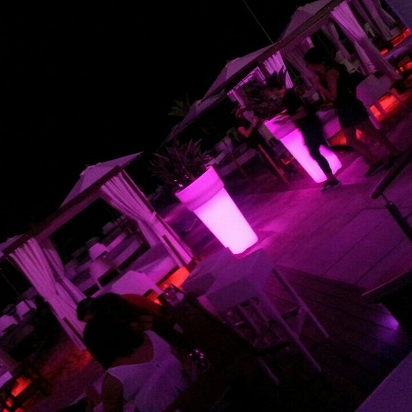 Foto tomada en Playa Miguel Beach Club por Samantha v. el 8/14/2015