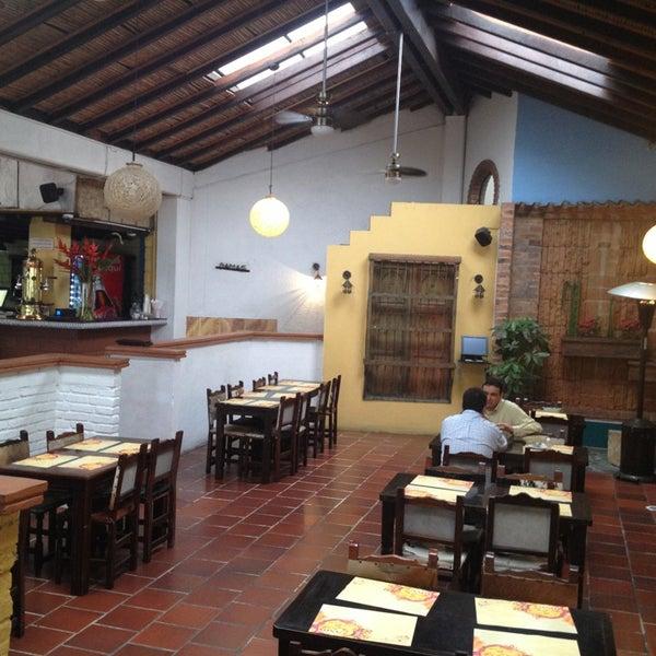 Foto tomada en Restaurante Tony por Hosnar Y. el 3/22/2013