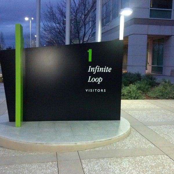 Photo taken at Apple Inc. by Kavik B. on 4/1/2013