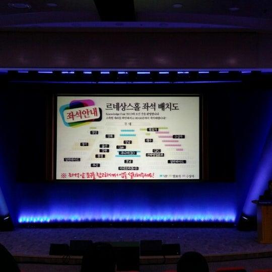 Photo taken at 삼성생명 휴먼센터 by Jiwon H. on 11/12/2013
