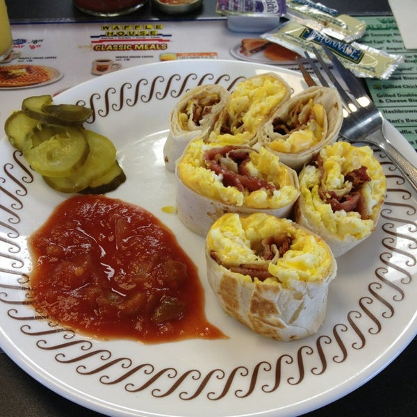 Photo taken at Waffle House by Mala on 3/31/2013