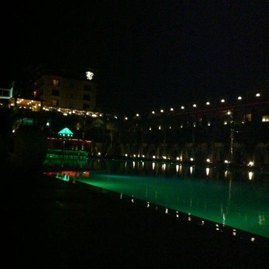 Foto scattata a Cratos Premium Hotel & Casino da Gamze G. il 10/21/2012