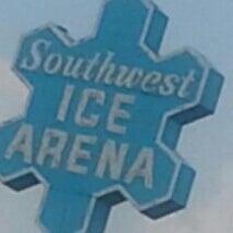 รูปภาพถ่ายที่ Southwest Ice Arena โดย Cris J. เมื่อ 8/1/2014