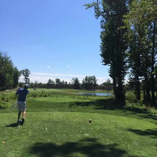 Foto tomada en 1757 Golf Club por Barak S. el 8/8/2015