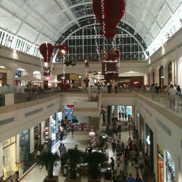Photo taken at Shopping Iguatemi by Leo C. on 12/22/2012