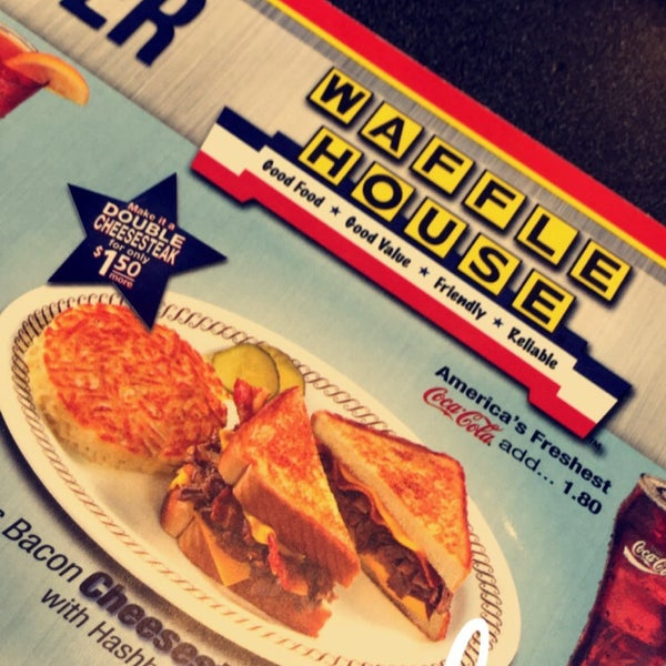 Photo taken at Waffle House by Krystal G. on 5/20/2016