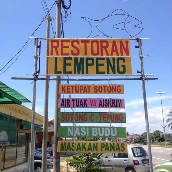 Photo taken at Restoran Lempeng by dutakelantan b. on 4/26/2015