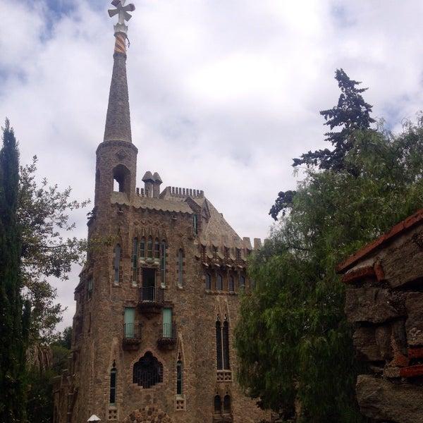 Foto tomada en Torre Bellesguard por Lauriane L. el 6/15/2016