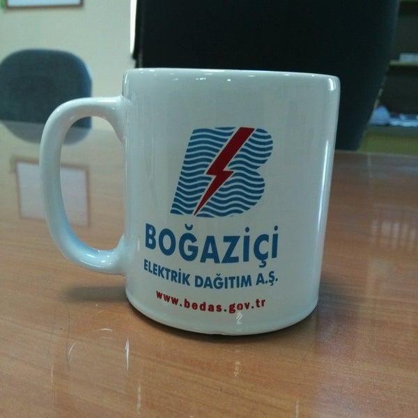 Снимок сделан в Boğaziçi Elektrik Genel Müdürlüğü (Bedaş) пользователем Orhan E. 9/23/2016