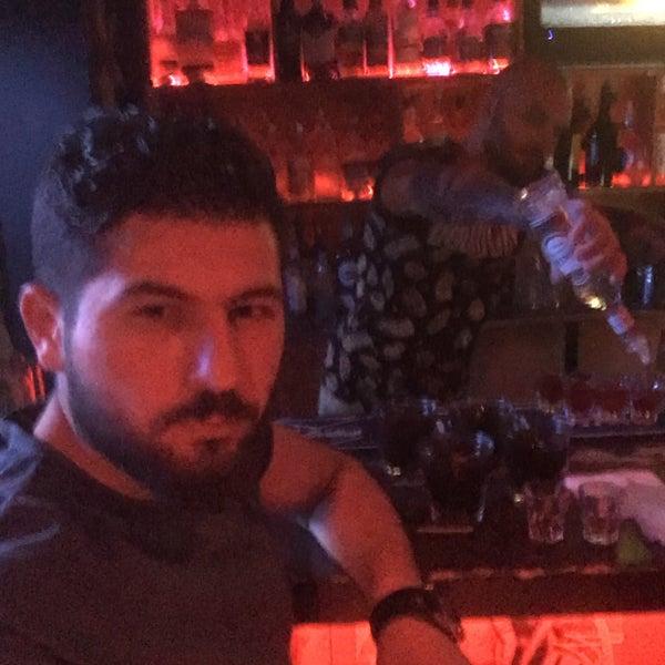 Снимок сделан в Resto Bar FULL HOUSE пользователем Aydın A. 7/19/2017