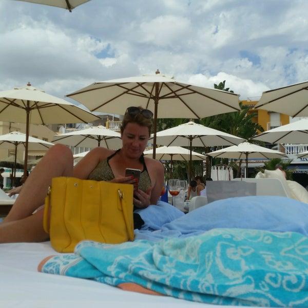 Foto tomada en Playa Miguel Beach Club por Frédéric H. el 8/25/2016