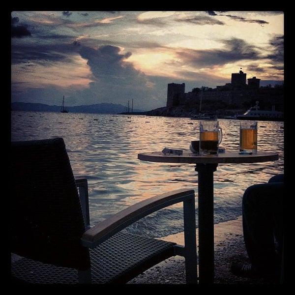 10/23/2012 tarihinde Zeynep E.ziyaretçi tarafından Moonlight Cafe Bar'de çekilen fotoğraf