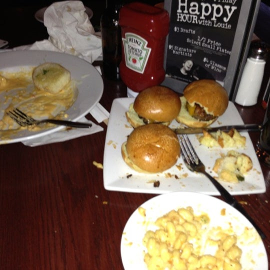 Photo taken at Bar Louie by Sydnei S. on 11/25/2012