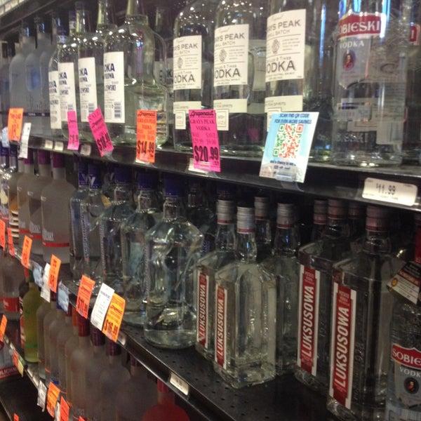 Foto tirada no(a) Argonaut Wine & Liquor por Toddologies em 2/7/2013