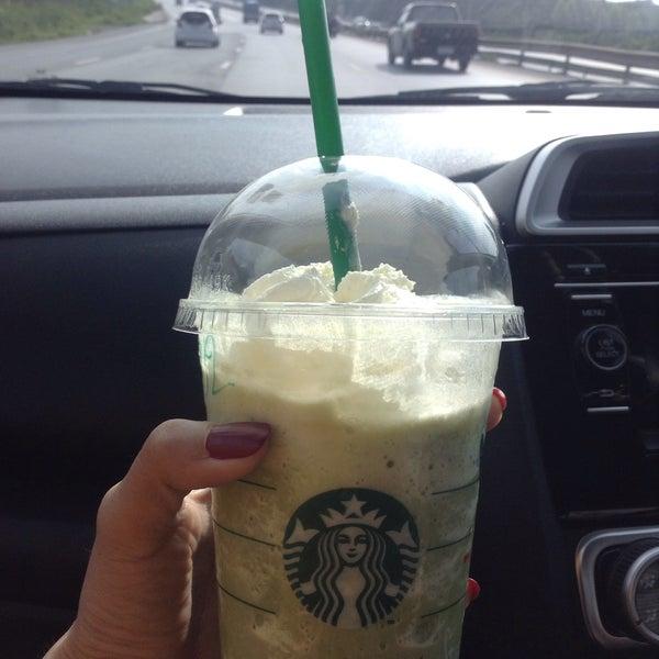 Photo taken at Starbucks by Fhalfern on 8/28/2016