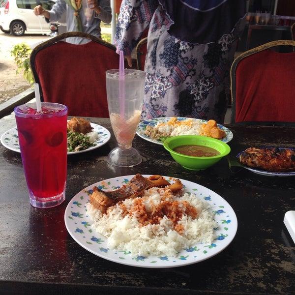 Photo taken at Restoran D'Warisan by Fifi S. on 11/8/2015