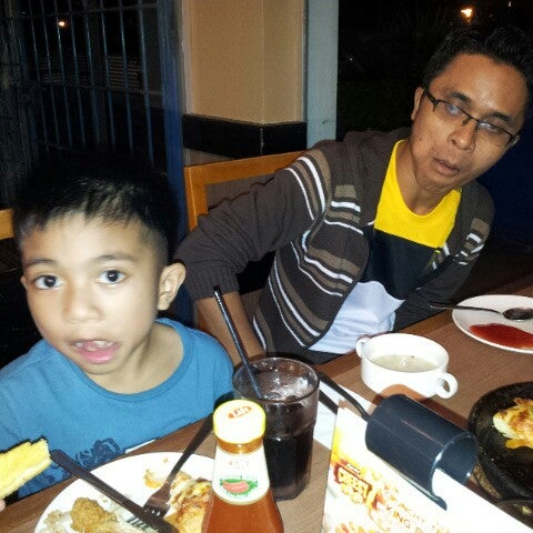 Photo taken at Pizza Hut by Kamarulzaime K. on 1/3/2013