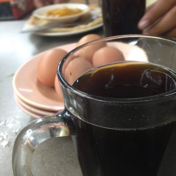 Foto tomada en Restoran Nasi Kandar Seri Kota por Hanif A. el 6/26/2015