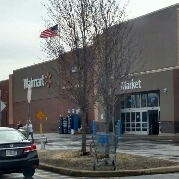 Снимок сделан в Walmart Supercenter пользователем Ray R. 2/29/2016