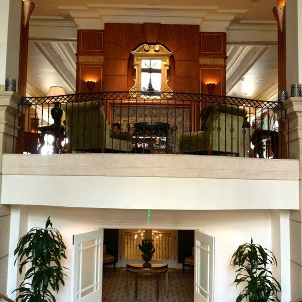 รูปภาพถ่ายที่ Casa Del Mar Hotel โดย Dress for the Date เมื่อ 2/19/2013
