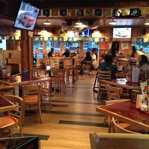Photo taken at Hooters of Ontario by Donald E. on 5/28/2013