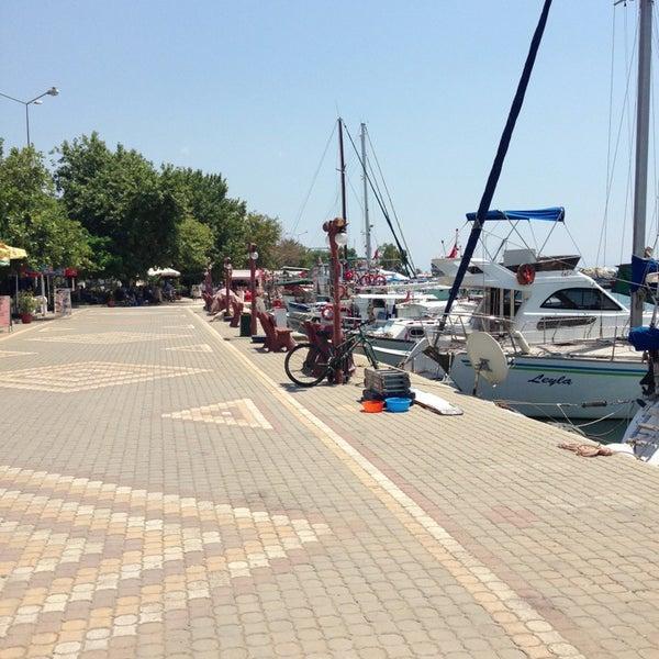 7/13/2013 tarihinde Sadik O.ziyaretçi tarafından Küçükkuyu Limanı'de çekilen fotoğraf