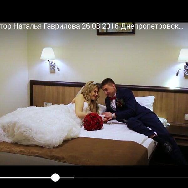 место для сьемки свадьбы. лестницы,зеркала, люстры,номера для сборов невесты и жениха. Видеооператор Наталья Гаврилова, 097-857-32-53, http://vk.com/svadbadp