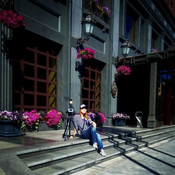 Очень красивый отель!!! Особенно для фото и видеосъёмки. Видеооператор- Наталья Гаврилова 066-707-93-38 http://vk.com/svadbadp