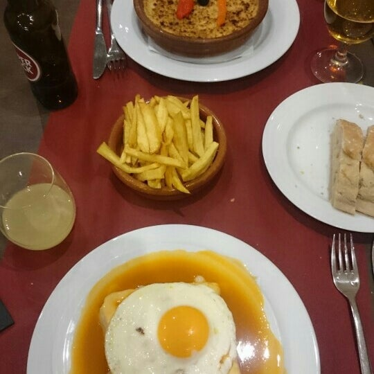 Foto tirada no(a) Oporto restaurante por Ines M. em 5/2/2016