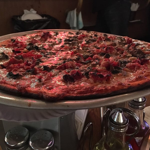 Photo taken at Star Tavern Pizzeria by Cynthia D. on 10/25/2016