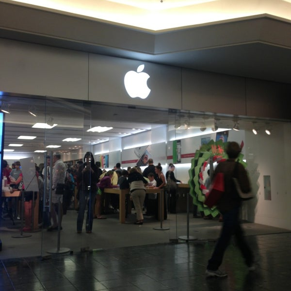 Photo Taken At Apple The Gardens Mall By Julian M. On 12/27/