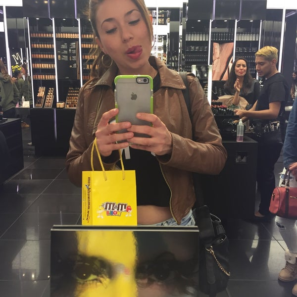 Photo taken at MAC Cosmetics by Shei D. on 10/14/2015