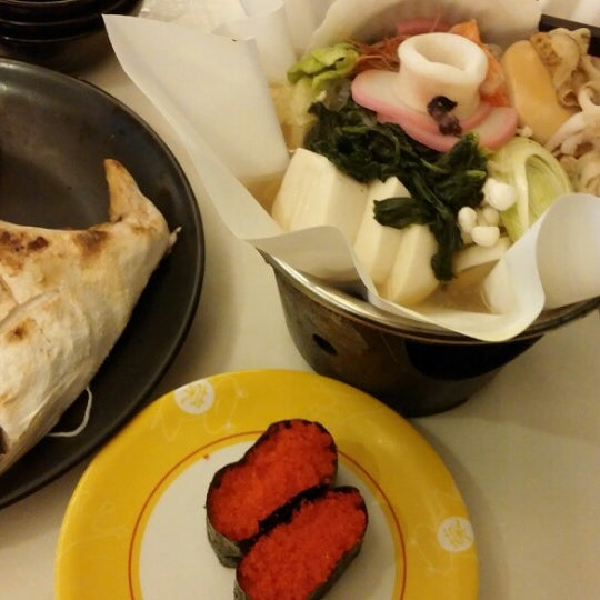 Photo taken at Sakae Sushi by Wai Min on 3/21/2014