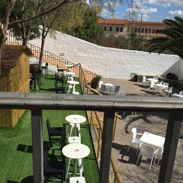 Uno de los mejores sitios de Cáceres para relajarte y tomar algo tranquilo. Buen ambiente y muy amables los camareros y camareras.