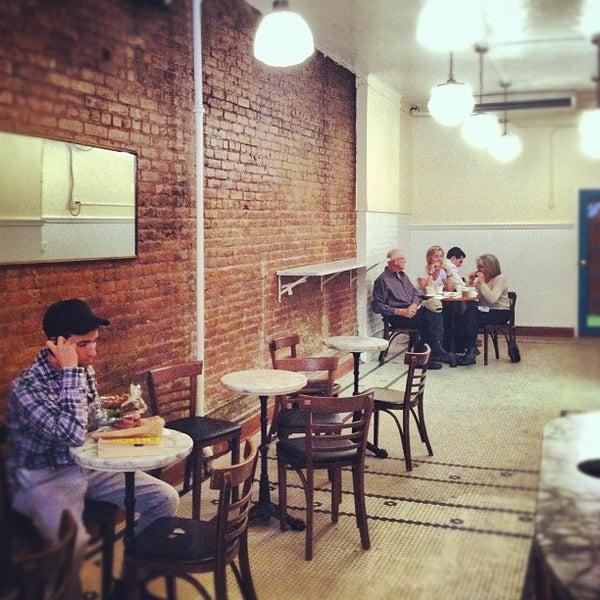 Foto tomada en Amy's Bread por Annie M. el 10/21/2012