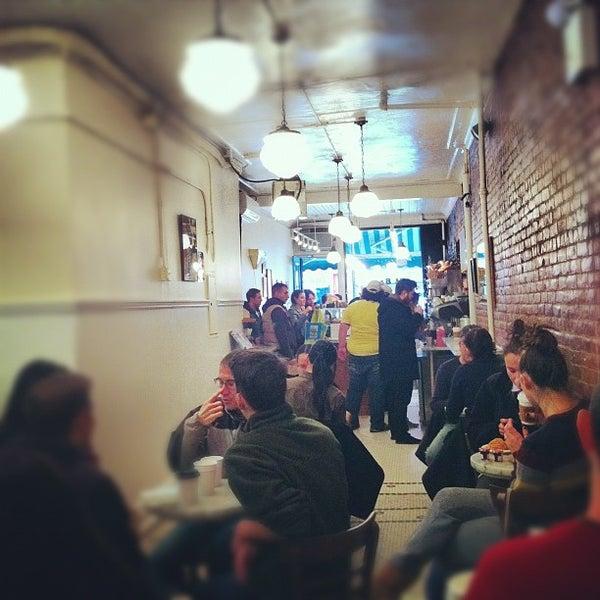 Foto tomada en Amy's Bread por Annie M. el 11/3/2012