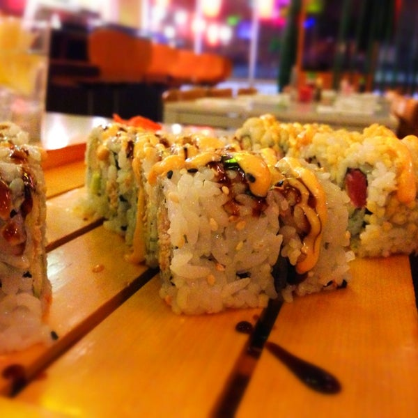 Photo taken at Fuji Japanese Steakhouse & Sushi Bar by Susi L. on 2/2/2013