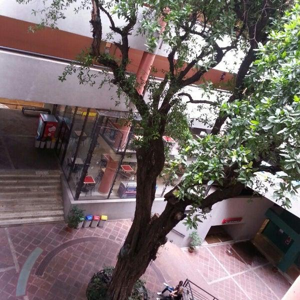 Foto tomada en Universidad Autónoma de Asunción por Enrique S. el 3/16/2013