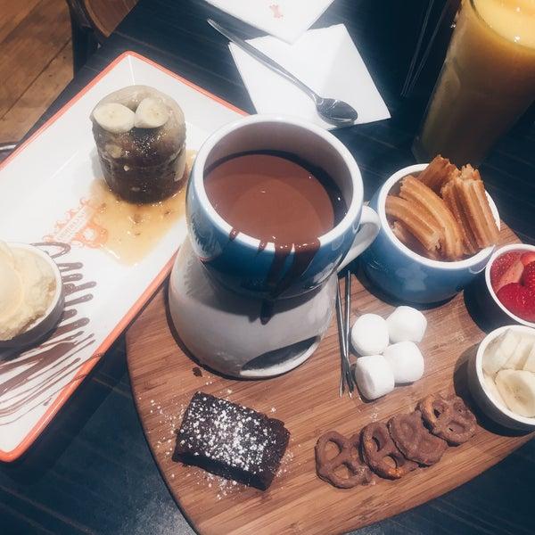Foto diambil di Chocolateria San Churro oleh Sylvia C. pada 3/9/2017