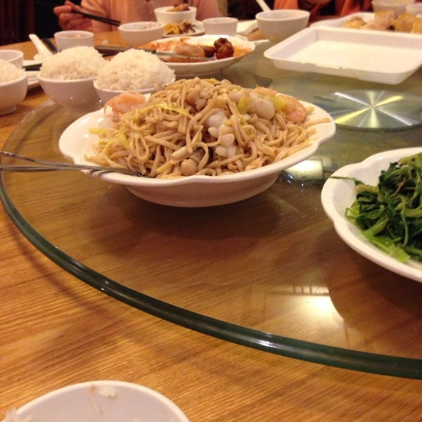 Photo taken at Lucky Eight 同樂小炒皇 by Kai  L. on 10/26/2014