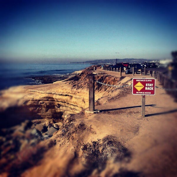 Foto tirada no(a) Sunset Cliffs Natural Park por Erin H. em 10/28/2012
