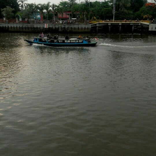 Photo taken at Siring Tendean by Rissa ♚. on 11/15/2015