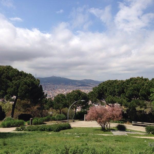 Photo prise au Jardins de Joan Brossa par Alyona K. le4/20/2015