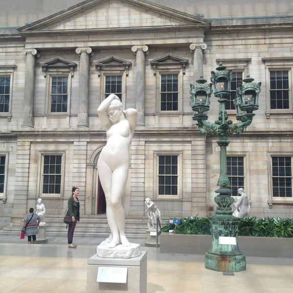 Photo taken at Metropolitan Museum of Art by Isabelle S. on 9/13/2013