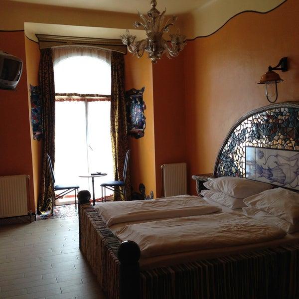 Das Foto wurde bei Hotel Urania von Tanya M. am 5/12/2013 aufgenommen