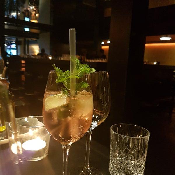 Das Foto wurde bei HEART Restaurant & Bar von ✌📷Aysegül😘📷✌ . am 7/15/2017 aufgenommen